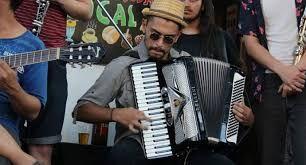 """Musique lors de la fête populaire de """"El Roto Chileno"""". quartier Yungay. santiago du Chili"""
