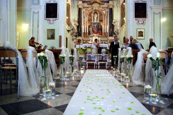 Lerici chiesa S.Rocco la navata durante matrimonio allestita e lo sposo in attesa