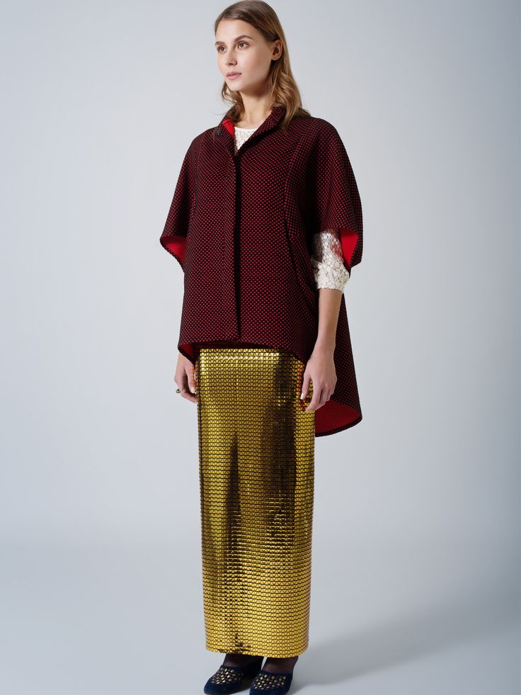 Unique style outfit / Comfy cape / Straight line gold maxi skirt