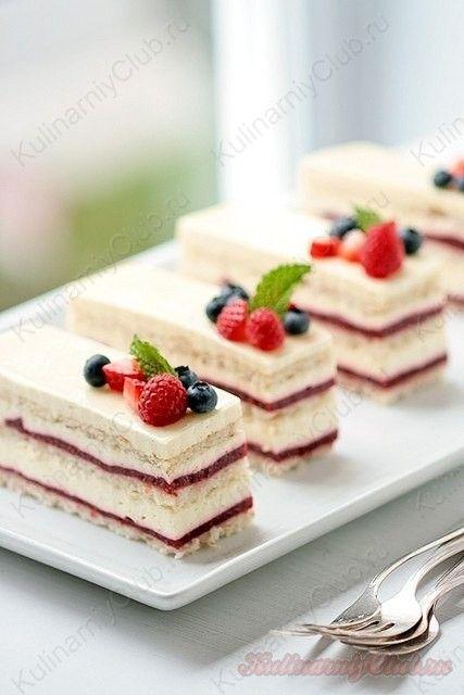 Ягодно-ванильные пирожные on http://kulinarniyclub.ru