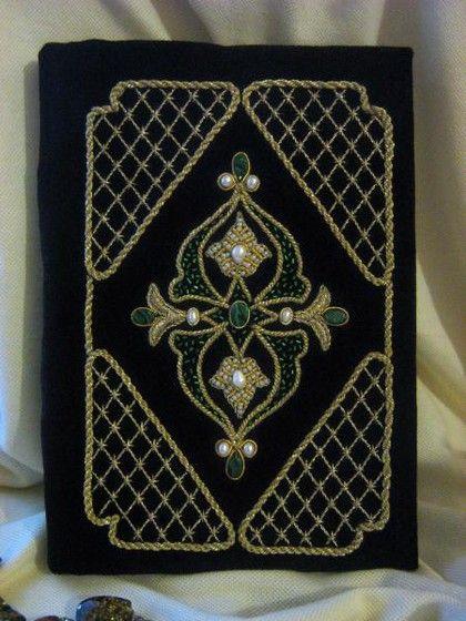Ежедневник ` Ночной Багдад`. Ежедневник 'Ночной Багдад' со съёмной расшитой обложкой. Испишите один ежедневник, можно вставить новый.)) Обложка богато декорирована малахитами, жемчугом, золотыми нитями. Прекрасный подарок. для мужчины.