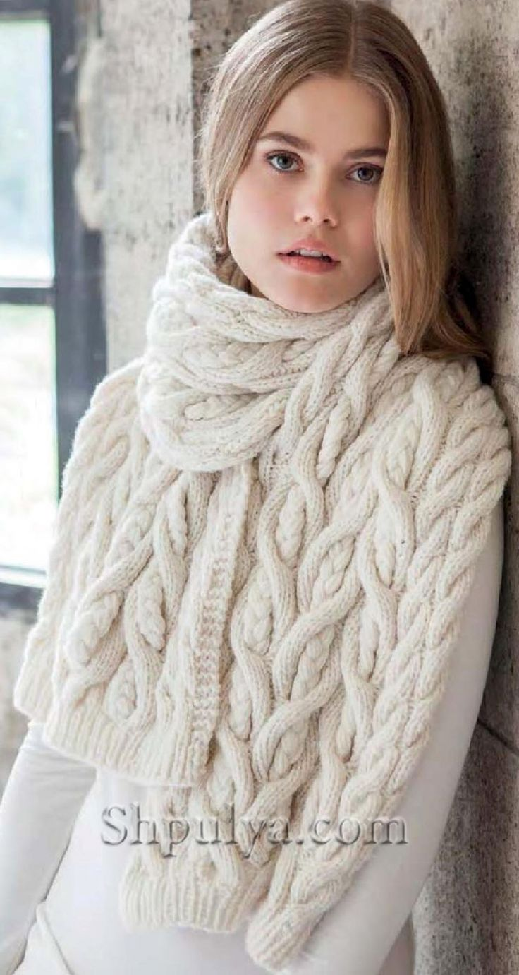 Белый шарф узором с косами