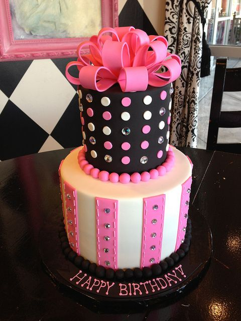 Cute pink and black cake! #batmitzvah #birthday #cake #party