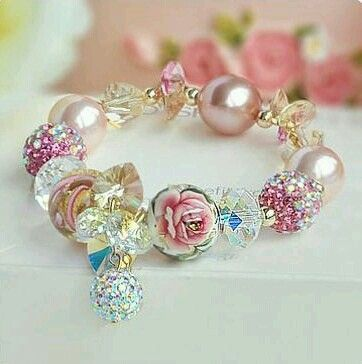 Diamond flowers and pearls, so beautiful