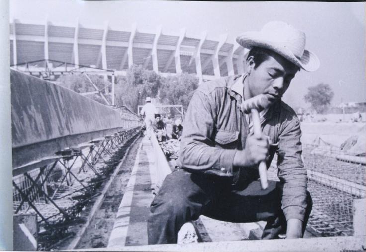 Construcción del Estadio Azteca....