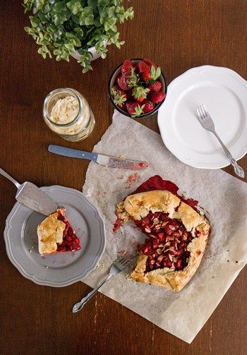 Strawberry Galette - Sweet Applepie #tarts #pies #galette #strawberries