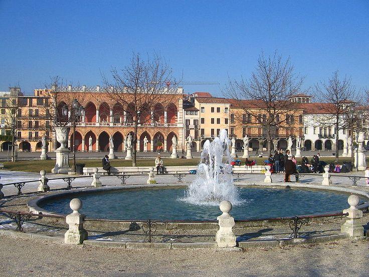 Prato della Valle, la  fontana.