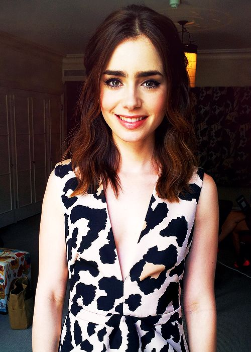 Lily Collins adorable half updo for short hair
