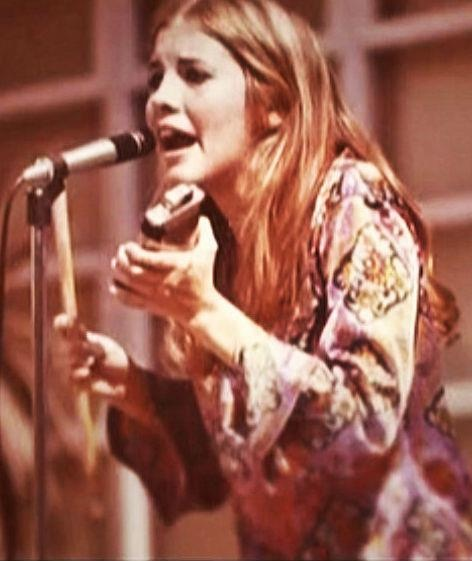 a young Stevie Nicks