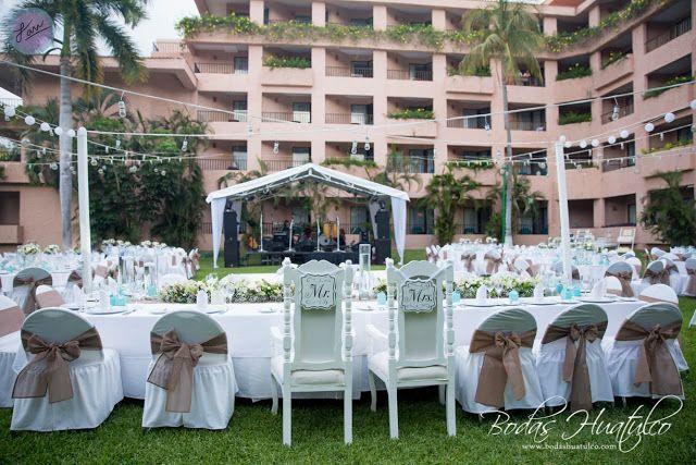 Hermosa ambientación para tu boda en playa en el hotel Barceló Huatulco. Bodas Huatulco.