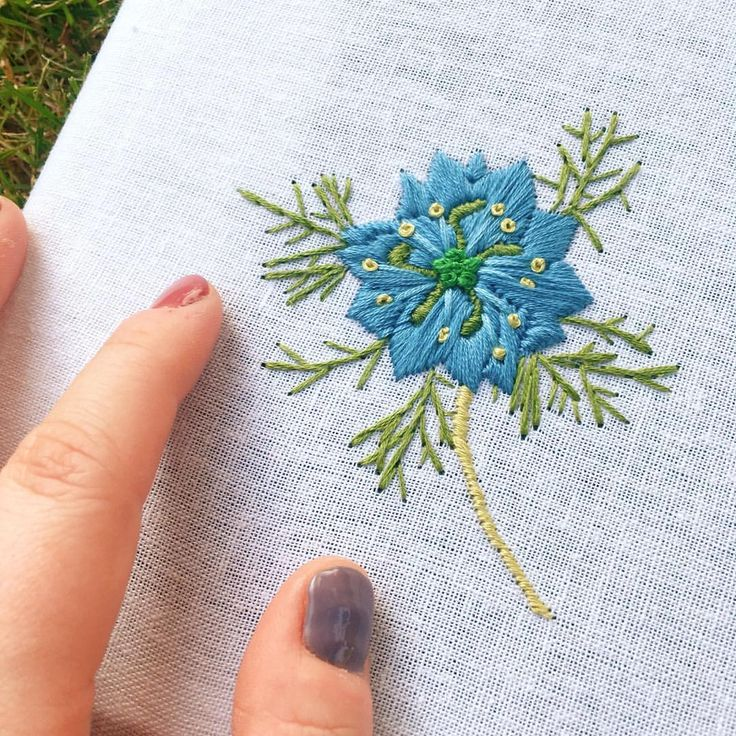 Love-in-a-mist, or Nigella Damascena, is an annual flowering plant, belonging to the buttercup family, Ranunculaceae. It is also a personal favorite of mine. What do you think? . . . . . #handmadehustle #wearethemakers #makersbiz #psimadethis #meetthemaker #creativelifehappylife #colorventures #colorsplash #madetocreate #girlbossparty #shopify #abmlifeisbeautiful #dsflorals #dstexture #abmplantlady #stlouisgram #stlgram #seeninstlouis #embroidery #handembroidery #modernembroidery #fib...