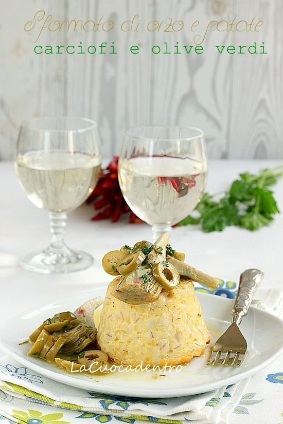 Sformatini di orzo e patate con carciofi e olive verdi