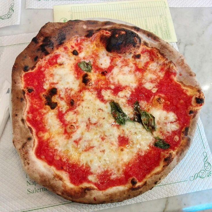 Pizza napoletana #napoli #pizzanapoletana