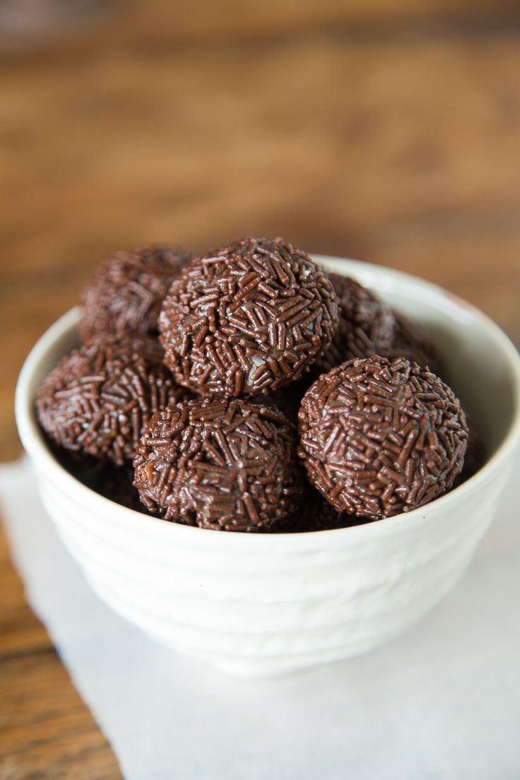 Brigadeiro - A Brazilian Chocolate Bonbon that will rock your worldBrazilian Recipe, Brazilian Cake, Brazilian Dessert, Brigadeiro, Food, Gabi Cooking, Chocolates Bonbon, Chocolate Truffles, Brazilian Chocolates