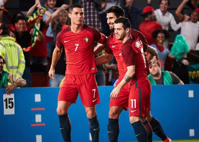 Novo filme da Nike com Ronaldo e mais seis jogadores da selecção nacional (com…