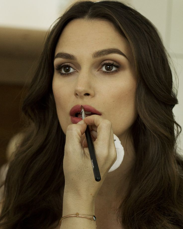 Keira Knightley | Makeup by Chanel | eyes: Ombre Essentielle Hasard; mascara: Le Volume de Chanel Noir; lipstick: Rouge Coco Legende; lip liner: Le Crayon Levres Natural.