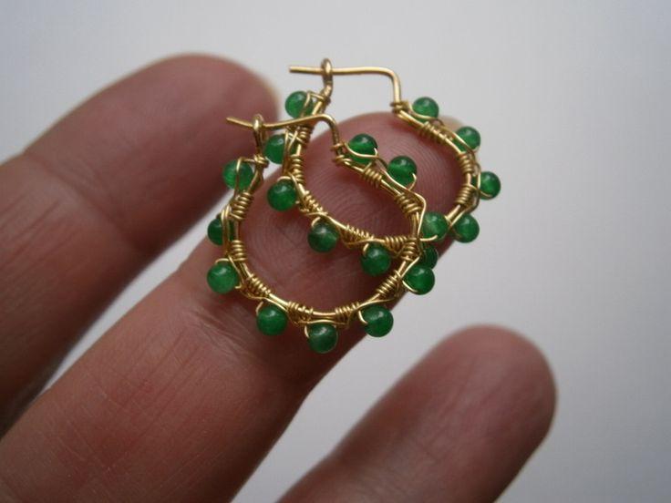 Mini Creolen mit Smaragd als grüne Ohrringe von kunstpause auf DaWanda.com