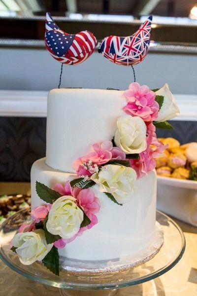 nice Pièce montée 2017 - Idée classique de gâteau de mariage - gâteau de mariage à deux niveaux, fondant-givré avec des fleurs ...