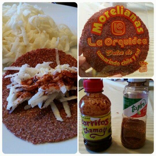 Taquitos de tortilla de tamarindo,  rellenos de jicama rayada, con salsa de chamoy y chile en polvo. Variación: pepino, zanahoria.