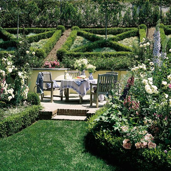 """""""Box It In"""" article-coping w/ slopes: Gardens Beds, Boxwood Hedges, Hillside Gardens, Beautiful Backyard, Beautiful Places, Gardens Art, Beautiful Gardens, Teas Parties, Knot Gardens"""