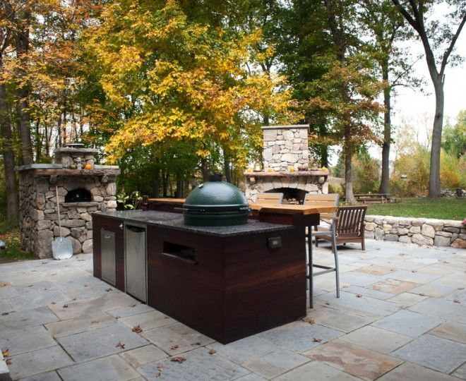 Picture of Outdoor Patio with Traditional Island Sets with Pizza Oven and Big Green Egg