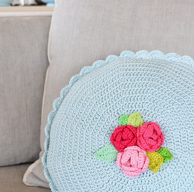 My rose cushion :: tutorial :: part one :: @ CrochetObjet by MoMalron