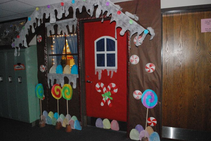 Cute entry to a classroom for Christmas.