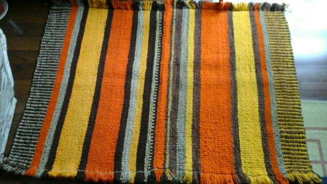 Alfombra en telar mapuche