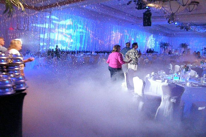 Winter wonderland party | ... Texas : Evaporative Snow Machine party Rental : Ground snow snowcel