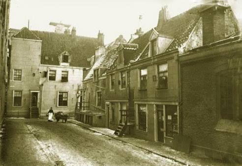 Amsterdam, Vinkenstraat, gezien naar zijgevel Haarlemmerplein, links ingang Nieuwe Wagenstraat, ca. 1900, George Breitner.
