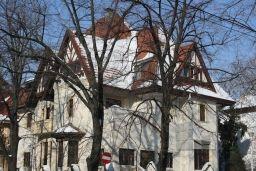 Vila se afla in zona Dorobanti http://www.imopedia.ro/anunt/vila-in-bucuresti-dorobanti-capitale-1126RUN1986.html