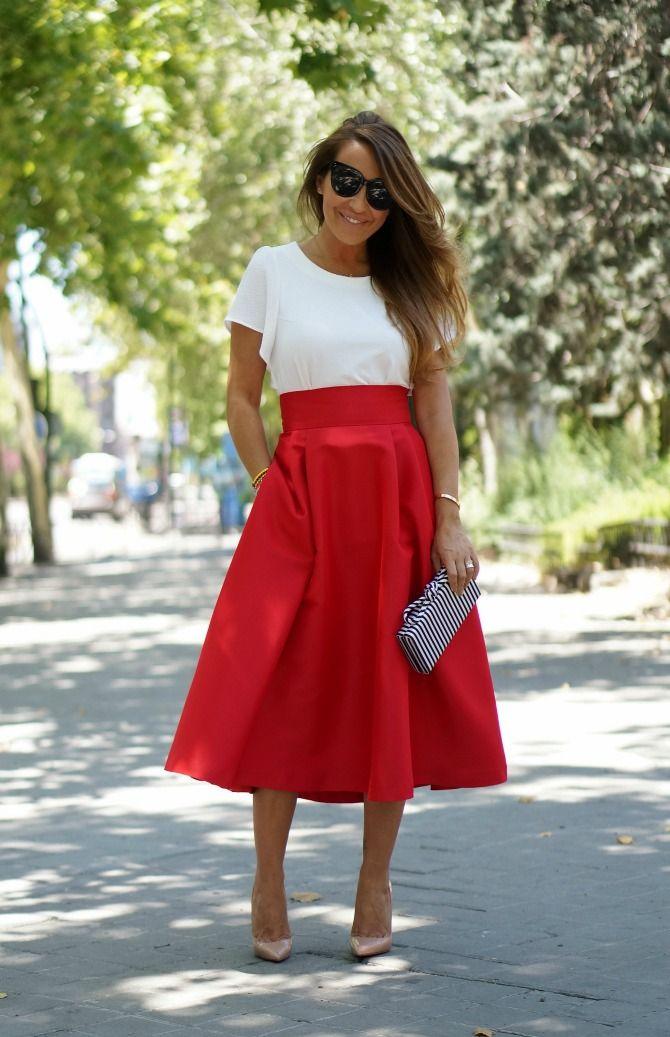 Falda midi roja.