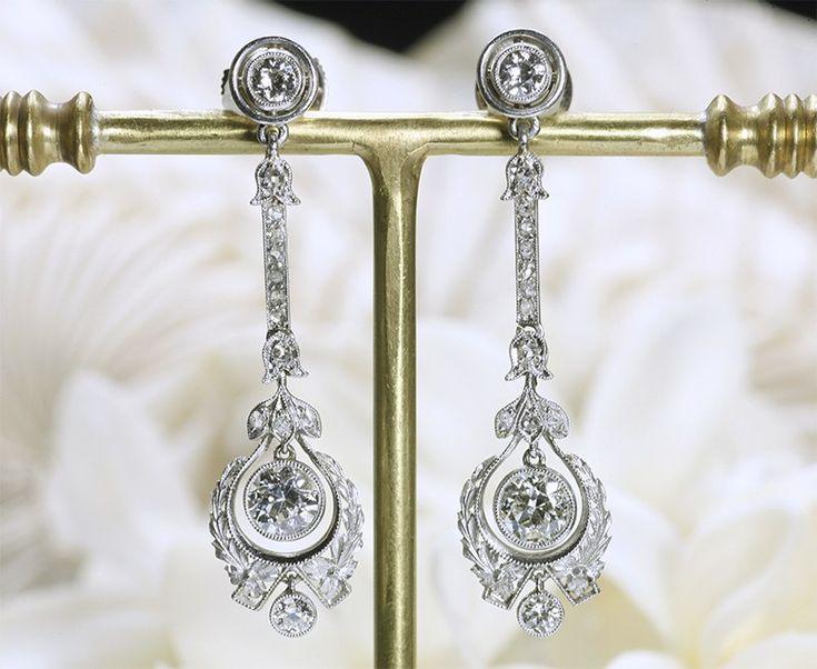 Bijoux anciens / Art déco / Boucles d'oreille Belle Epoque en platine et diamants.