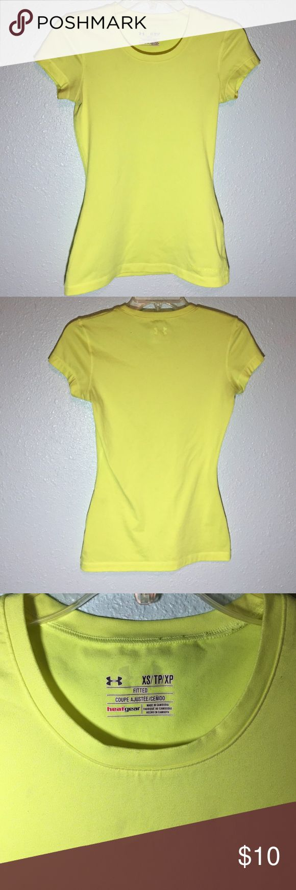 A heat gear under armor shirt This is a fitted under amor heat gear shirt that keeps you warm and fits under another shirt. 💛 Under Armour Tops Tees - Short Sleeve