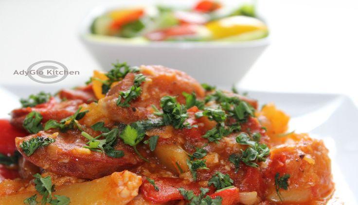 Tocanita de cartofi cu carnaciori afumati - Adygio Kitchen