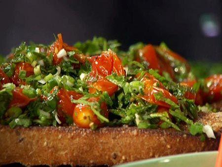 Raw Vegan Tomato Garlic Bruschetta Recipe + An Article about the magical Superfood Powers of Garlic!