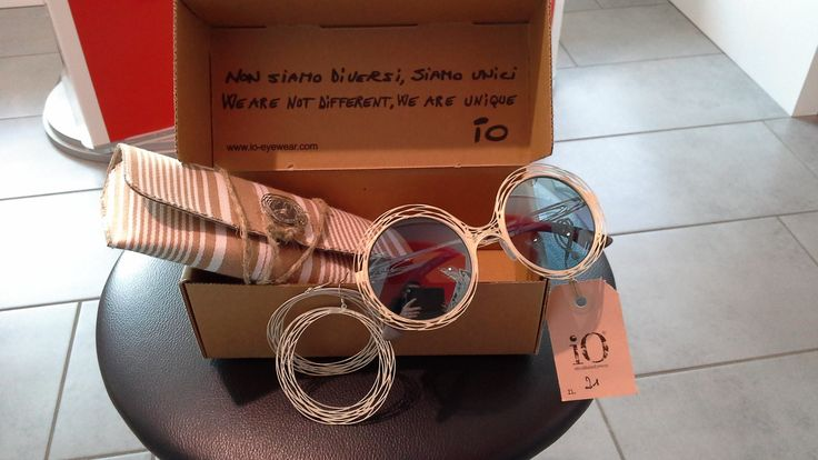 Occhiali Filo di ferro ,con abbianti gli orecchini...bello ed originale il packaging #handmade #treviso #madeinitaly #eyewear #sunglasses #gift #packaging #news