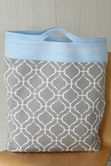 Sew a practical and beautiful bag that might just become your favorite bag with this easy reversible tote bag tutorial. Great project for beginners.