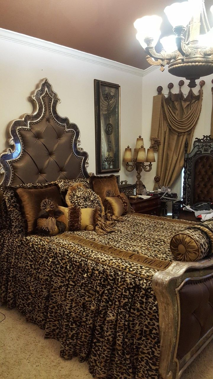 Cheetah bedroom decor - Le Living Room With Laurel Wolf