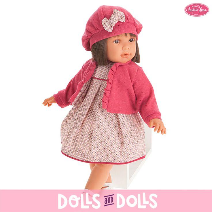 Lula ya está de vacaciones y junto con sus papás disfruta por las tardes jugando en el parque. Es muy coqueta, le encanta que le hagan peinados en su bonito y cuidado pelo y salir a jugar luciendo sus vestidos favoritos. Siempre lleva con ella una chaqueta para poder seguir disfrutando y divirtiéndose en caso de que empiece a refrescar. Sus expresiones son casi reales por lo que no pasan desapercibida para nadie. #Dolls #Doll #MuñecasAntonioJuan #muñeca #DollsMadeInSpain #AntonioJuanDolls