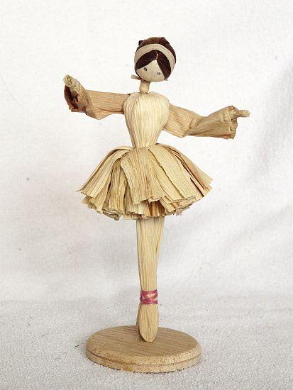 muñeca hecha con hoja de maiz