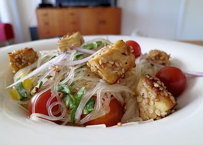 Glasnudelsallad med sesampanerad tofu | Vegetarisk måndag