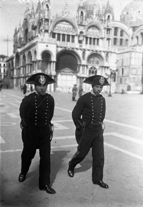 Italy. Carabinieri di ronda a Venezia, 1924