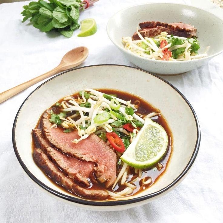 Pho bo soep met biefstuk. Het geheim van een goede Vietnamese pho is de bouillon. Recept via Made by Ellen