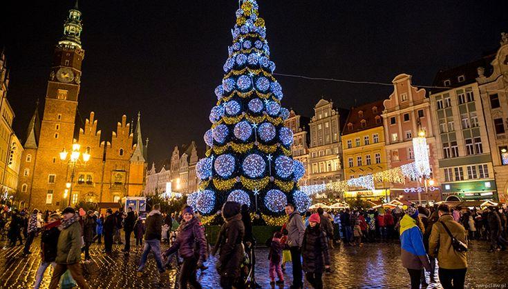 Католическое рождество в Варшаве от 15000 руб.  Католическое рождество в Варшаве это время радости и веселья, когда город погружается в сказочный наряд из огней, украшений, рождественских инсталляций. Всюду проходят ярмарки и распродажи, народные гулянья с представлениями, дети колядуют, взрослые поздравляют друг друга и дарят подарки. Посетить Варшаву в это время значит получить новые впечатления, набраться радости и подготовиться к встрече Нового года.  #Польша #Варшава #Европа