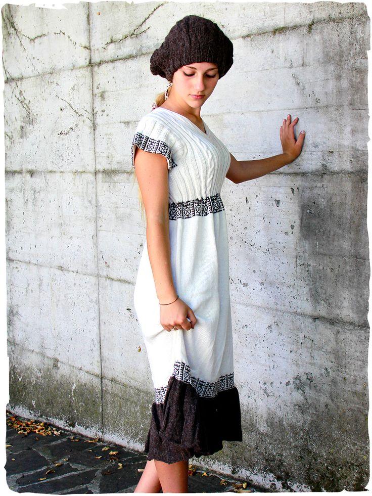 abito etnico Solange 100% lana d'alpaca #abito #vestito di #maglia #lavorato #mano in #Peru con filo semplice di #lana d' #alpaca - lavorazione a #treccia nel #bustino e maniche corte, scampanato, #motivi #etnici e #balza al fondo in combinazione di colore, rifinito all' #uncinetto  http://www.lamamita.it/store/abbigliamento-invernale/1/abiti-in-maglia/abito-etnico-solange#sthash.MJasc6OM.dpuf