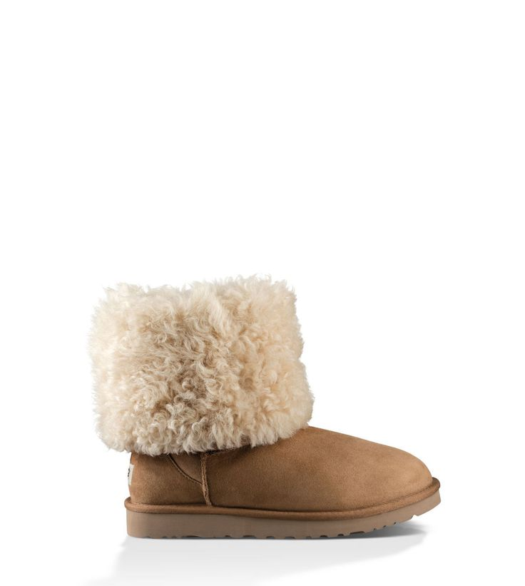 This take on the Classic boot ups the cozy factor with a curly sheepskin collar. Fully lined with natural wool, the Alexi also features a lightweight sole for flexible comfort.