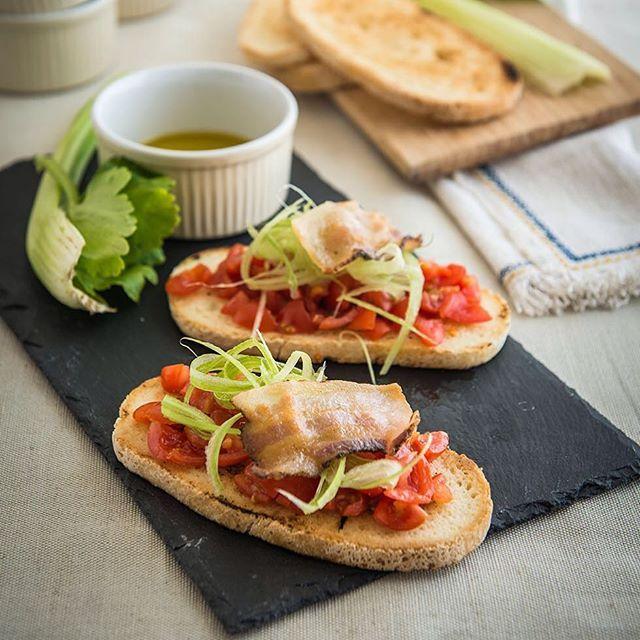 Potrpíte si na pořádné předkrmy? Italská bruschetta se slaninou a cherry rajčátky bude to pravé pro vás!