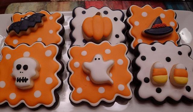 Double decker Halloween cookies. Love the polka dots!