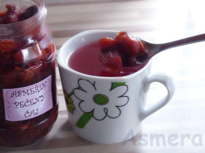 Pečený čaj - jahoda a jablko s mátou Ovocný nápoj z jahod z plantáží farmy Slivoň v Lotouši u Slaného a z podkrkonošských jablek. Přidána je máta peprná. Horkou vodou zalít podle chuti 1 - 2 PL do hrnku 250 ml. V létě osvěží i vychlazený. Lze i zamíchat do bílého jogurtu - není tak hustý, jako džem, lépe se vmíchává:-) Složení: ovoce, cukr, skořice, ...